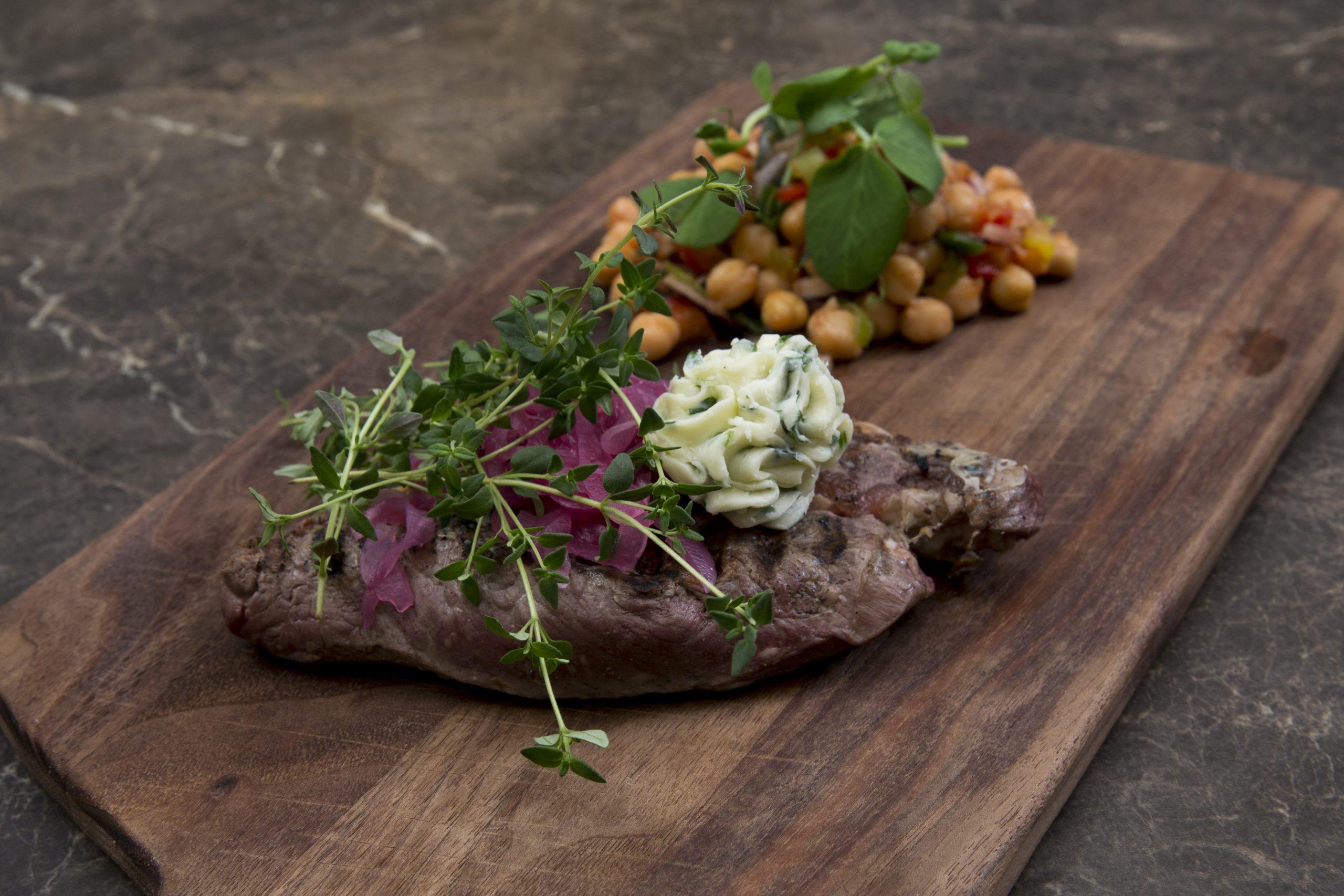 Steak med hvidløgssmør